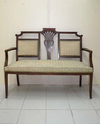 Antiguo sofa Modernista