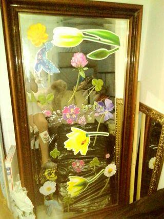 dos espejos con marco dorado