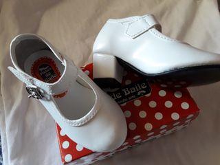 Zapatos flamenca niña n° 22.