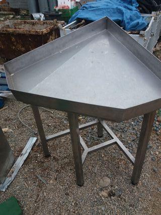 mesas esquineras en acero inox