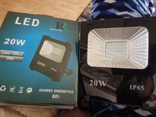 focos LED 20 W ahorro 80% de energia
