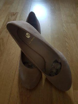 Zapatos tacón. T.41.