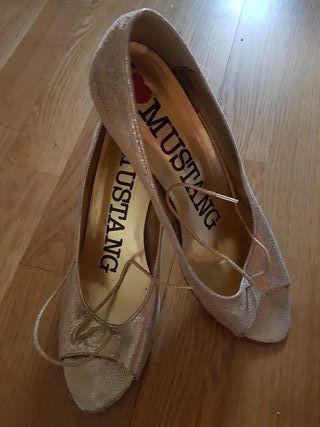 Zapatos tacón 7,5cms. T.41.