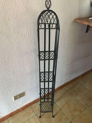 Mueble hierro negro
