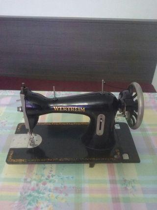 maquina de.coser antigua,bajada de precio