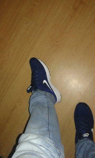 Zapatillas Nike vendo por talla pequeña... Talla42
