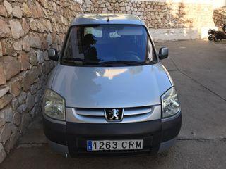 Peugeot Partner 2004 vendo o cambio por más grande