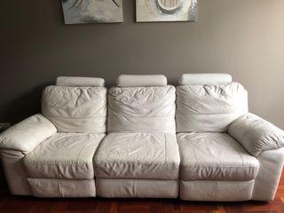 Sofa tres plazas piel crema