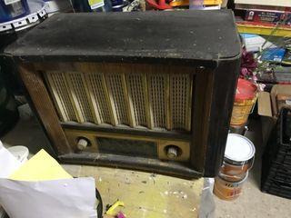 Radio molt antiga