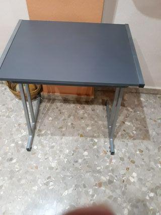 mueble abatible de acero y madera en gris