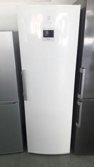 Congelador Vertical Electrolux No Frost Nuevo