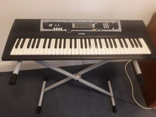 Yamaha Keyboard Piano YPT-210 + Support and Pedal