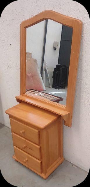 Espejo y Mesilla de madera