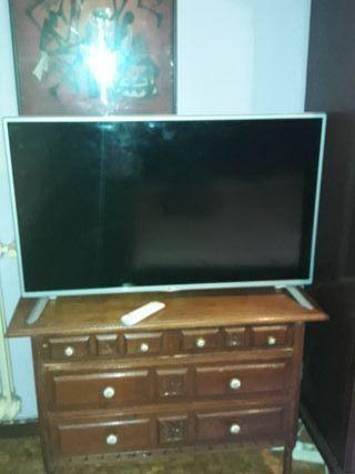 tv en buen estado la puedes ver en funcionamiento