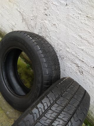 2 neumáticos GOODYEAR CARGO de furgoneta