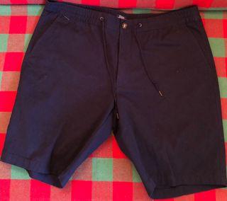 Pantalón corto tipo bermuda