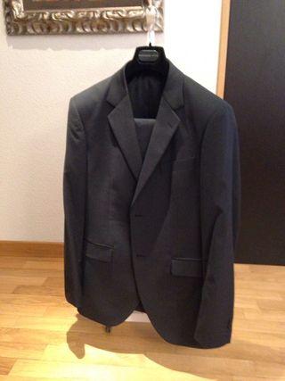 Trajes (4 + chaqueta regalo)