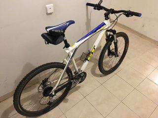 Bicicleta MTB GT Avalanche 3.0
