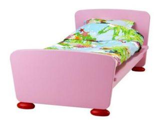 Dormitorio infantil con cuna incluida