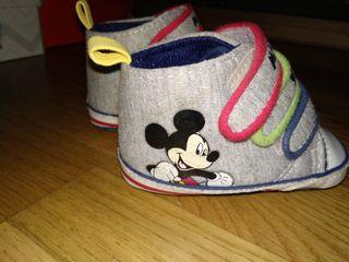 Zapatillas bebé mickey