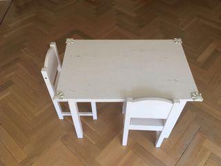 Mesa y 2 sillas para niños