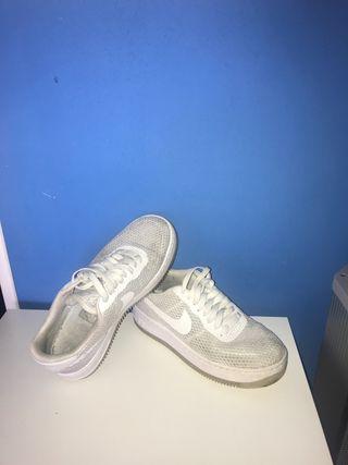 Nike air force rejilla blancas