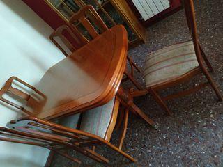 mesas y sillas de salon