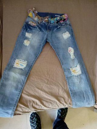 Pantalones Desigual. Nuevos. Mujer. Talla 36.