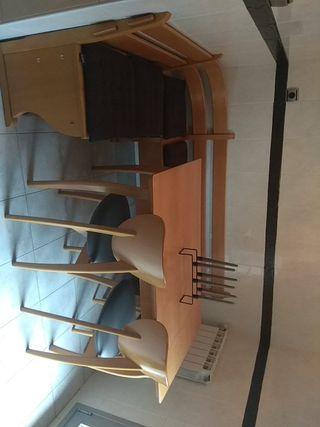 Mesa cocina con sillas y banco corrido