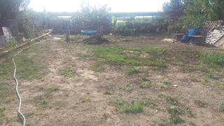 terreno con caseta al lado del río Manises