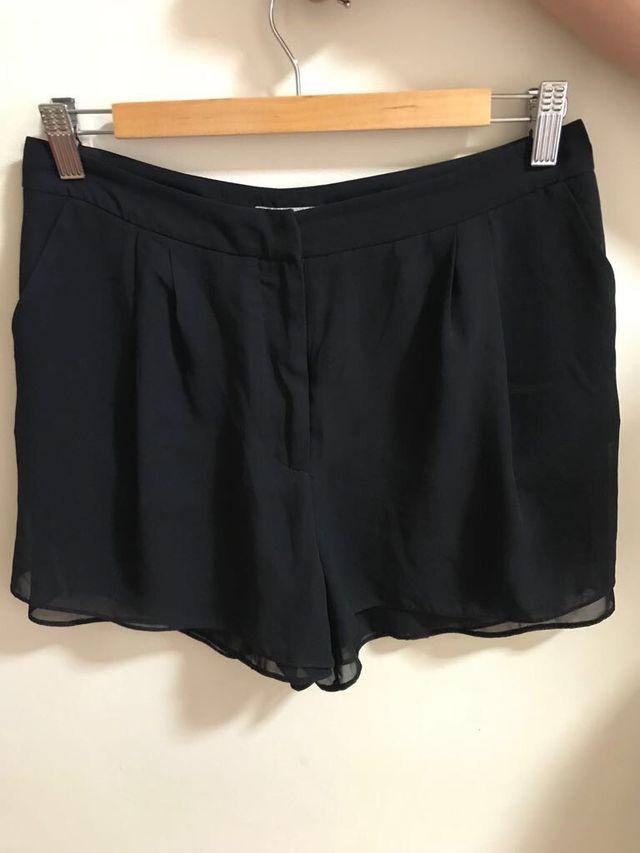c79e678e16a0 Short negro de vestir de segunda mano por 5 € en Madrid en WALLAPOP