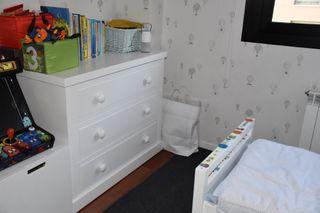 Dormitorio niños: Cómoda y dos camas de 70x140