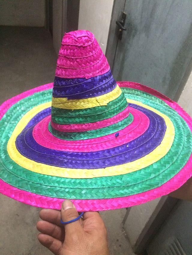 Sombrero mexicano de colores de segunda mano por 5 € en Polinya en ... 9ea583348c4