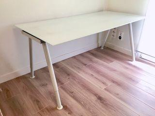 Mesa escritorio oficina Cristal blanco Galant Ikea