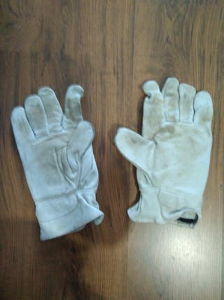 Guantes anticorte.