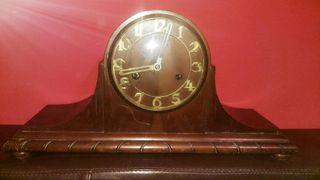 Reloj de mesa Talla de madera a mano. Antigüedad