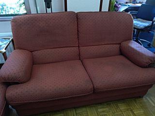 Dos sofás iguales