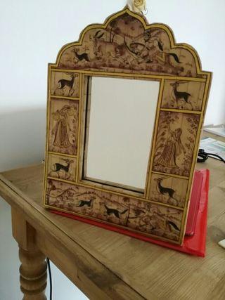 Espejo de marfil pintado a mano