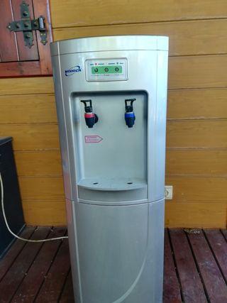 fuente de agua fría y caliente