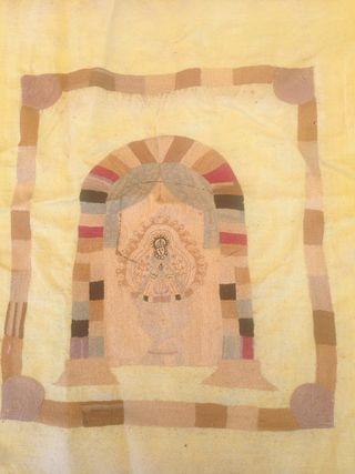 Pañuelo bordado con la virgen antiguo