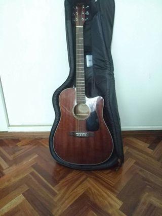 Guitarra FENDER + su Funda