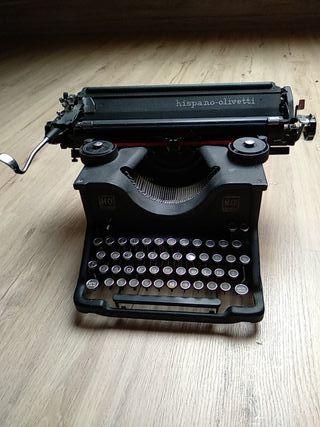 Maquina de escribir antigua hispano olivetti M40