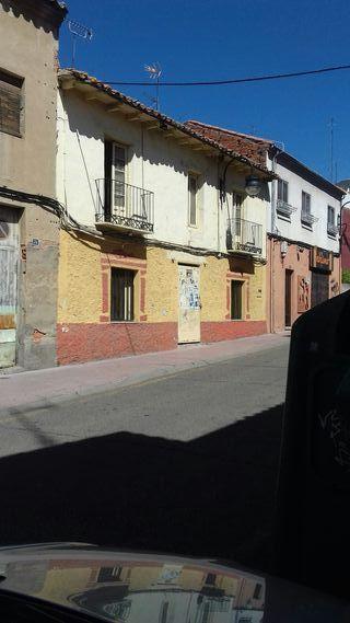 Casa para derribar en calle Portugal de Benavente