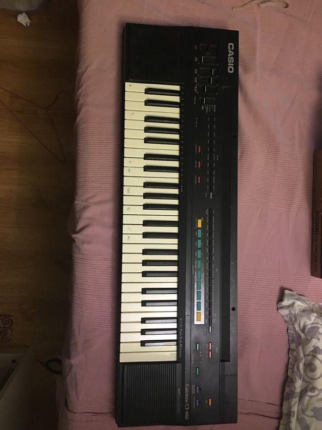 Piano electrónico casio