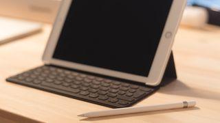 iPad Pro 9.7 128GB + Pencil + Keyboard + Case