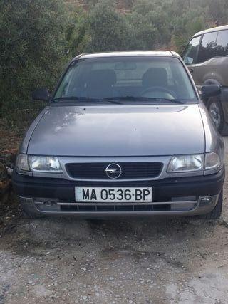 Opel Astra F berlina 1.7 Turbo Diesel