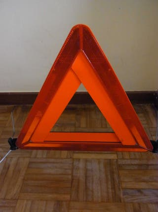 Triángulo de emergencia marca HELLA
