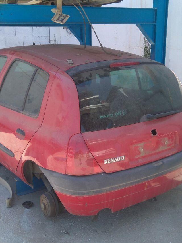 Renault Clio para despiece lláme al 660138727