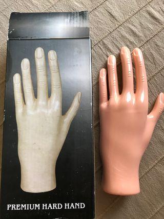 Mano para practica de puesta de uñas