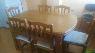 Mesa extensible de madera y 6 sillas